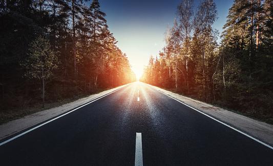 Driving「The way forward at sunset」:スマホ壁紙(16)