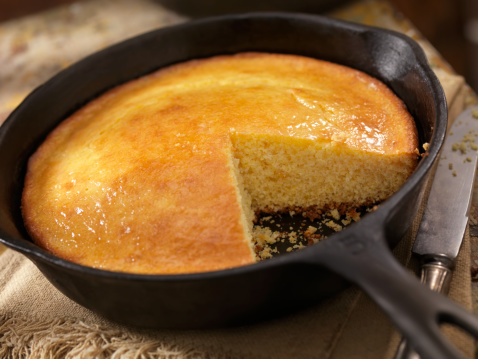 Southern Food「Corn Bread in a Cast Iron Skillet」:スマホ壁紙(6)