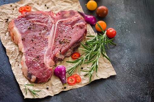 Porterhouse Steak「Raw Fresh Beef T-bone Steak」:スマホ壁紙(6)