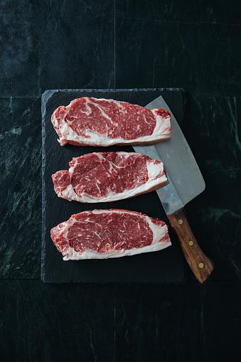 Rib Steak「Raw fresh beef steak on dark background」:スマホ壁紙(5)