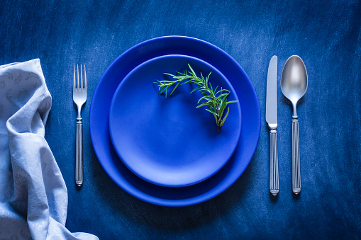 Eating Utensil「Blue toned place setting shot from above on dark background」:スマホ壁紙(18)