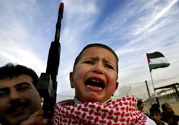 Boys「Palestinian Militants Mark The 36th anniversary Of The PFLP Movement」:写真・画像(5)[壁紙.com]