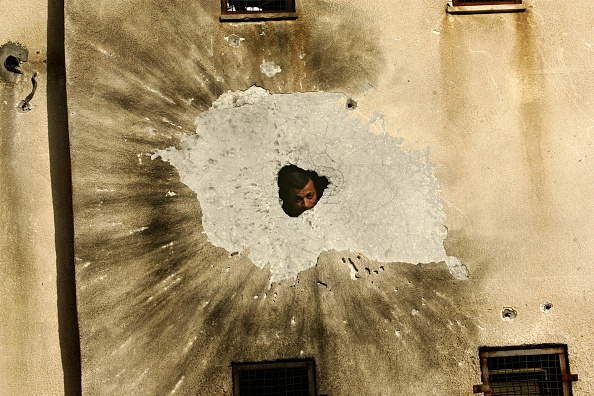 Hole「GZA: Palestinian Security Force And Hamas Militants Clash In Gaza City」:写真・画像(6)[壁紙.com]