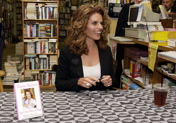 "Hardcover Book「Maria Shriver Signs ""And One More Thing Before You Go...""」:写真・画像(4)[壁紙.com]"