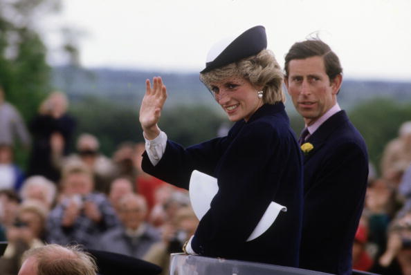 Purse「Diana Princess of Wales and Prince Charles tour the site of the Battle of Bosworth」:写真・画像(3)[壁紙.com]