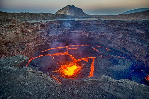 Volcano「View into the lava lake of Erta Ale volcano, Ethiopia」:スマホ壁紙(14)