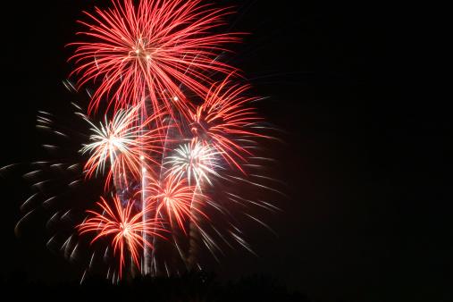 花火「赤と白の 7 月 4 日の花火」:スマホ壁紙(13)