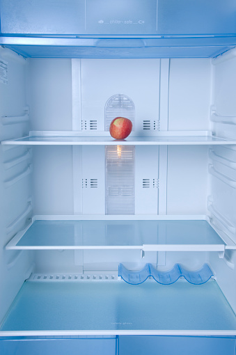 Part of a Series「Lone Apple Sitting in Empty Refrigerator」:スマホ壁紙(3)