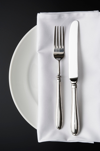 Place Setting「Overhead shot of place setting on the black background」:スマホ壁紙(13)
