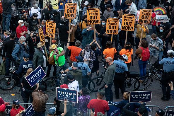 Philadelphia - Pennsylvania「Protestors Active In Philadelphia As Pennsylvania Ballot Count Continues」:写真・画像(19)[壁紙.com]