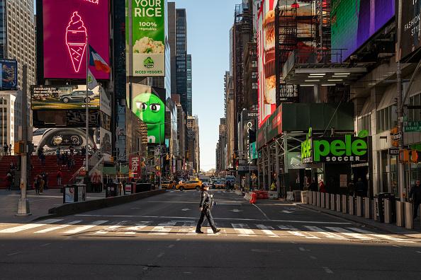 ニューヨーク市「Coronavirus Pandemic Causes Climate Of Anxiety And Changing Routines In America」:写真・画像(2)[壁紙.com]