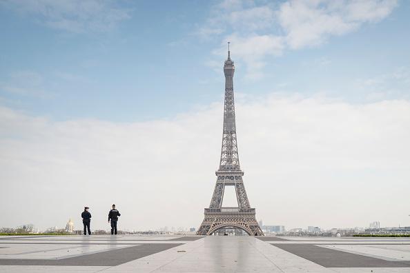 エッフェル塔「France Faces The Coronavirus」:写真・画像(1)[壁紙.com]