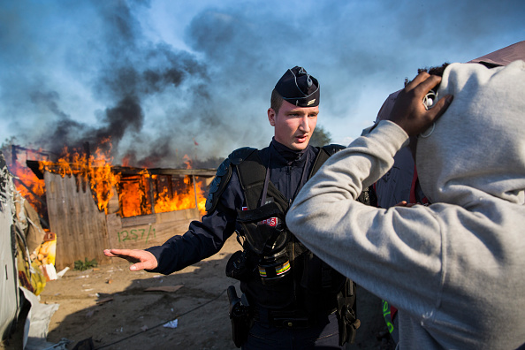 Calais「Migrants Leave The Jungle Refugee Camp In Calais」:写真・画像(7)[壁紙.com]