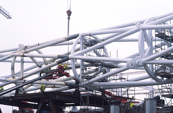 Movie Theater「Wembley stadium-London: Inspecting welds on the interlacing steel tubes of the signature arch, constructed on the ground by Cleveland Bridge (before litigation withmain contractor Multiplex). After lifting the 317 metres long steel arch became the longes」:写真・画像(18)[壁紙.com]