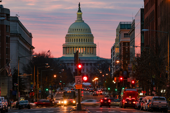 Capitol Hill「House Members Meet To Consider Increasing Covid-19 Stimulus Payments After President Trump Signs Relief Bill」:写真・画像(4)[壁紙.com]