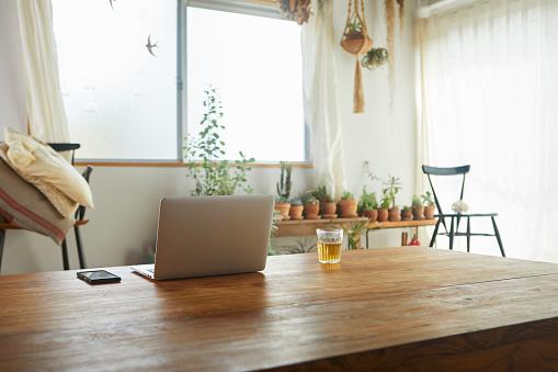 Laptop「Living in the daytime.」:スマホ壁紙(2)