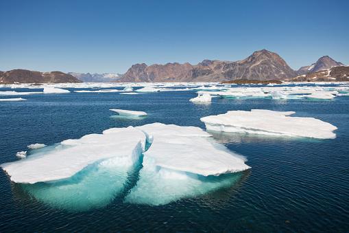 Pack Ice「Sea ice near Kulusuk, Greenland」:スマホ壁紙(12)
