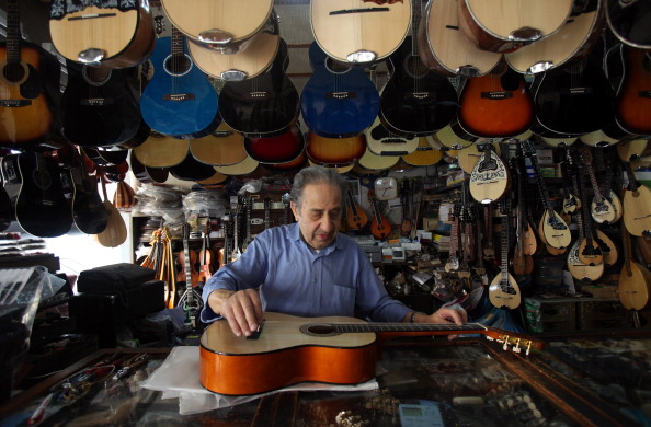 Musical instrument「Greeks Continue Their Lives As They Struggle To Cope With Austerity Cuts After The Financial Crisis」:写真・画像(19)[壁紙.com]