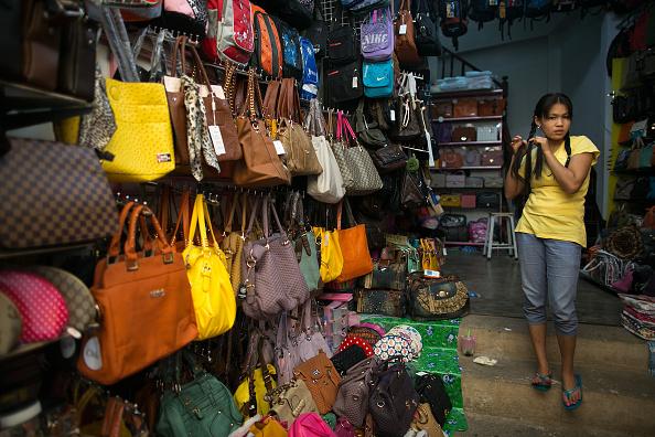 Artificial「Burmese Market In Tachileik Boasts Counterfeit Chinese Goods」:写真・画像(7)[壁紙.com]