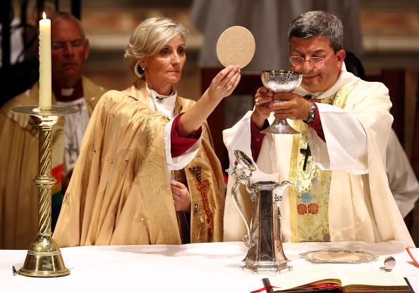 女「Australia's First Female Bishop Ordained In Perth」:写真・画像(13)[壁紙.com]