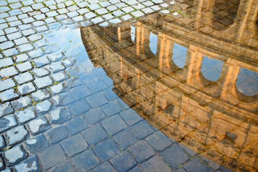 Ancient Rome「Coliseum reflected in a puddle, Roma Italy」:スマホ壁紙(17)