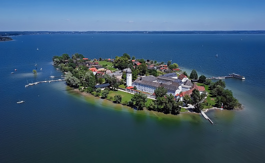 Pier「Aerial panorama of Frauenchiemsee island (Women's Island) in Chiemsee lake, Bavaria, Germany.」:スマホ壁紙(9)