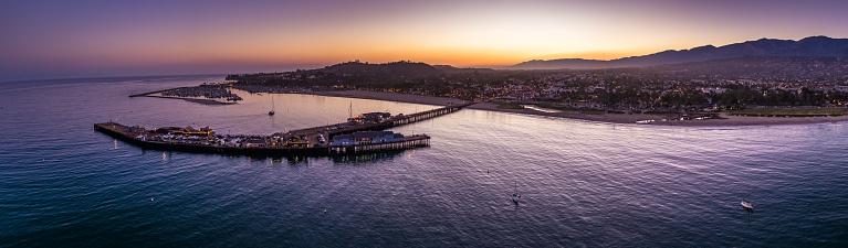 Pier「Aerial Panorama of Santa Barbara, CA at Dusk」:スマホ壁紙(13)