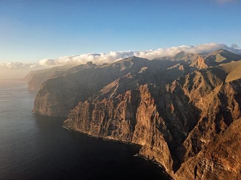 Canary「Aerial panorama of Acantilados de Los Gigantes (Cliffs of the Giants) at sunset, Tenerife, Canary islands, Spain.」:スマホ壁紙(12)