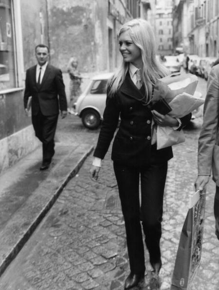 Suit「Brigitte Bardot」:写真・画像(9)[壁紙.com]