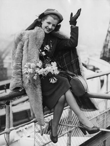 Fur Coat「Corinne Calvet」:写真・画像(8)[壁紙.com]