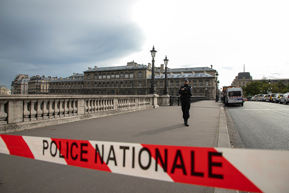 Paris - France「Attacker Armed With A Knife Kills Four Police Officers Before Being Shot Dead」:写真・画像(8)[壁紙.com]
