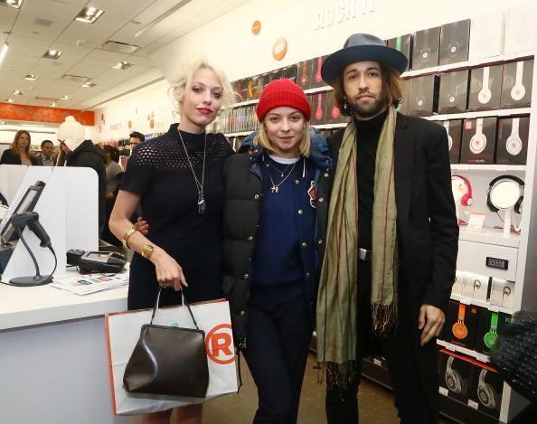Annabelle Dexter Jones「Charlotte Ronson Holiday Party At RadioShack Pop-Up Store」:写真・画像(14)[壁紙.com]