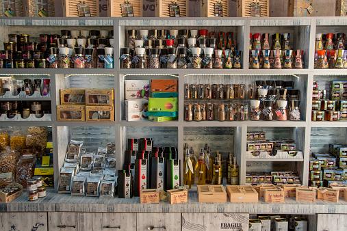 Souvenir「Olive oil and delicatessen at souvenir shop」:スマホ壁紙(5)