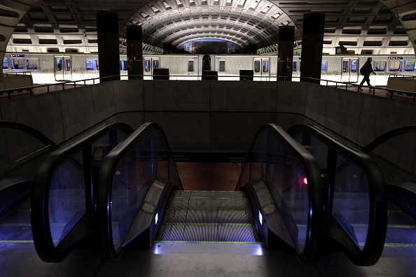Closed「DC Metro Cuts Service Amid Coronavirus Shutdown」:写真・画像(15)[壁紙.com]