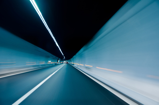 Zoom Effect「Extended long two-lane tunnel with white lighting」:スマホ壁紙(15)