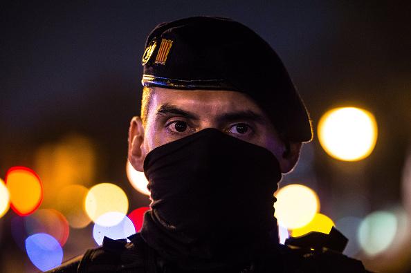 Riot Police「Pegida Spain Supporters March in Barcelona」:写真・画像(11)[壁紙.com]
