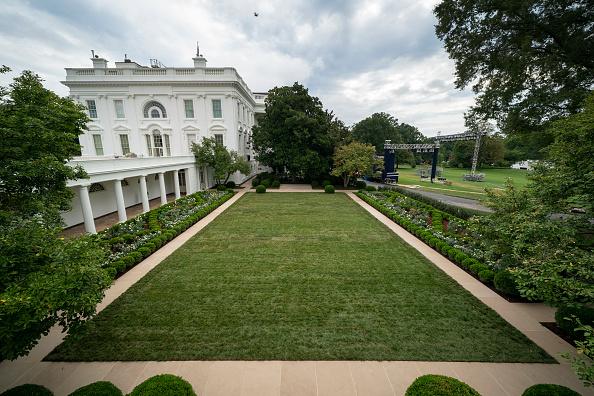 Renovation「White House Holds Media Preview Of Renewed Rose Garden」:写真・画像(3)[壁紙.com]