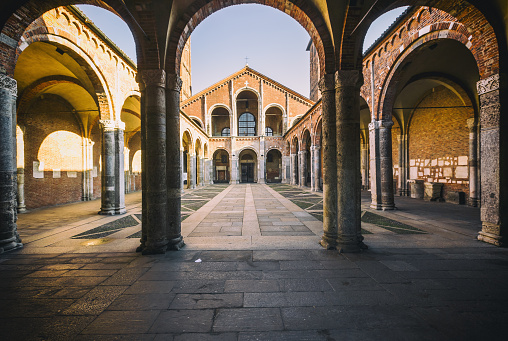 Cathedral「View of the façade of Basilica of Sant'Ambrogio from the Ansperto Atrium」:スマホ壁紙(4)