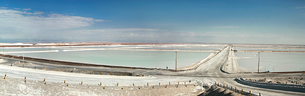 Atacama Desert「View of the brine lakes of  The Salar de Atacama   The Salar de Atacama contains one of the largest reserves of lithium-brine in the world. This is because the nucleus of the Salar is a saline body with brine deposits generated by water filtered through」:写真・画像(1)[壁紙.com]