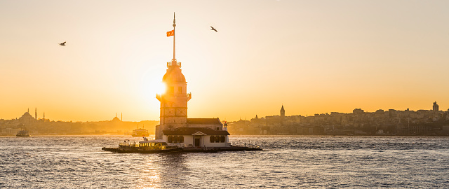 Turkey - Bird「View of the Maiden's Tower at the sunset」:スマホ壁紙(2)