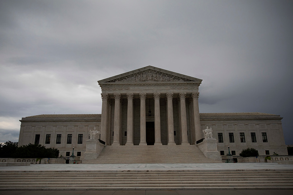 US Supreme Court Building「Protesters Demonstrate Against Supreme Court Nominee Brett Kavanaugh On Day Of Hearing With His Accuser Dr. Christine Blasey Ford」:写真・画像(3)[壁紙.com]