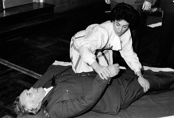 Lying Down「First Aid By Edwina」:写真・画像(17)[壁紙.com]