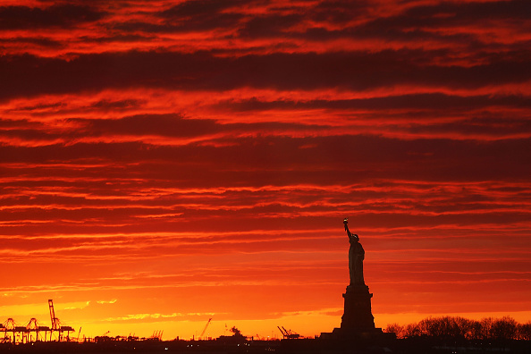 Freedom「The Sun Sets Behind The Statue Of Liberty」:写真・画像(11)[壁紙.com]