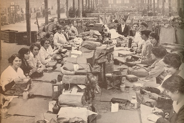 Post - Structure「Nimble Assistants at the military post office in London, which dealt with the huge quantity of mail Artist: Unknown」:写真・画像(18)[壁紙.com]