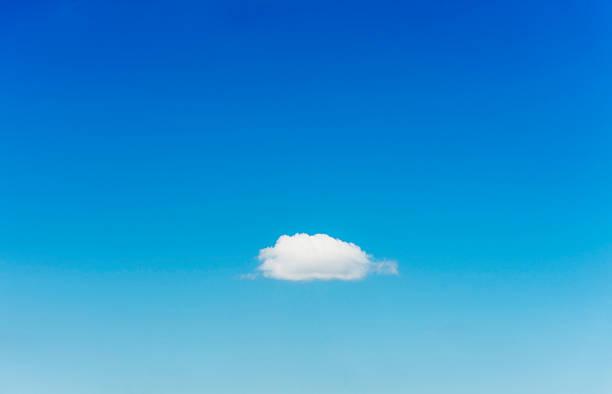 Blue sky with single cloud:スマホ壁紙(壁紙.com)