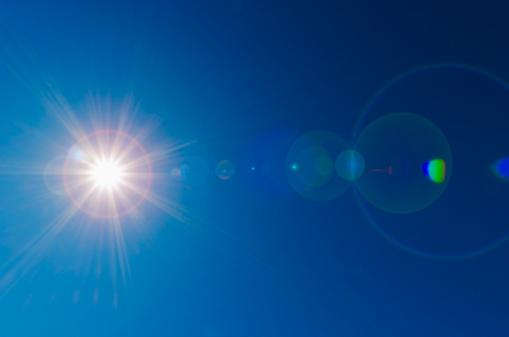 太陽の光「Blue sky with solar flare」:スマホ壁紙(14)