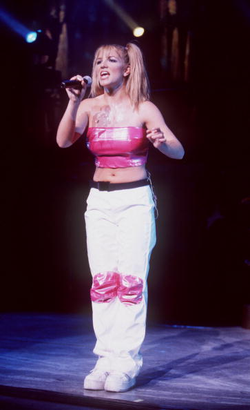 One Person「Teen pop sensation, Britney Spears performing at Universal Ampitheater...」:写真・画像(17)[壁紙.com]
