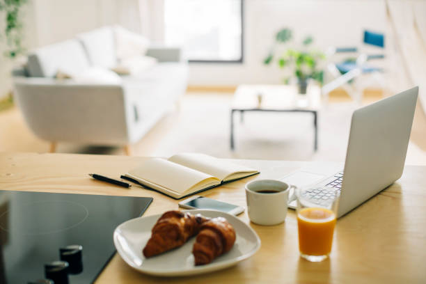 Home office and breakfast on the kitchen counter:スマホ壁紙(壁紙.com)