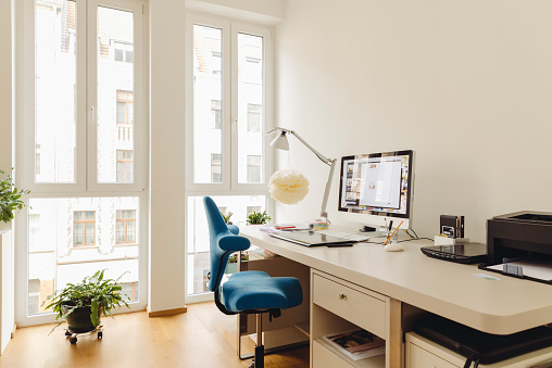 Domestic Life「Home office with computer desk in modern building」:スマホ壁紙(14)