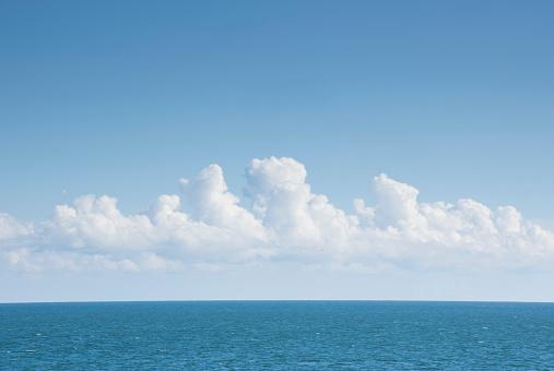 Cumulus Cloud「White cumulus clouds above blue Atlantic Ocean」:スマホ壁紙(8)